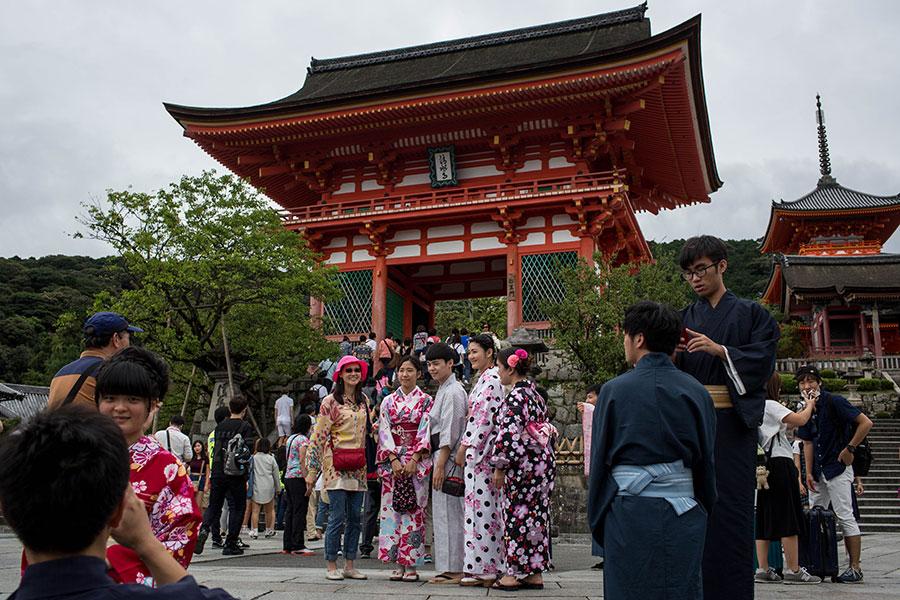 近期來日本旅遊的中國人中,專程來體驗和服或者觀看偶像演唱會的人群在逐漸增加。(Chris McGrath/Getty Images)
