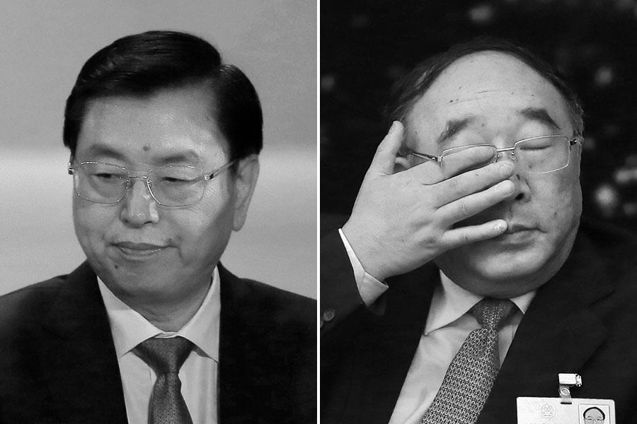 張德江在薄熙來落馬赴重慶代理職務至交棒孫政才,不過8個月時間,黃奇帆竟能對張德江離去傷心,當時不少觀點認為黃奇帆一邊流的是「劫後餘生」的淚水,一邊流的是對張德江等江派示忠的淚水。(Feng Li, VINCENT YU/AFP/Getty Images)