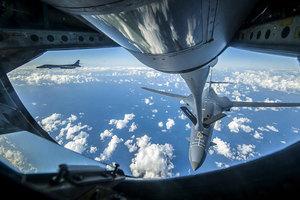美轟炸機飛越北韓附近上空 F-15C戰機護駕