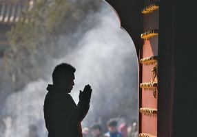 八成半中共黨員背後信仰宗教
