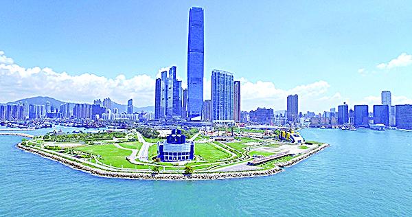 填海伸展出維港的西九海濱長廊。(大紀元資料圖片)