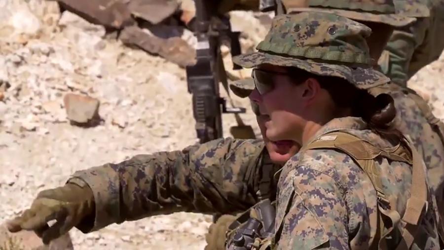 美國242年來首位通過海陸訓練的女兵。(美國海軍陸戰隊推特擷圖)