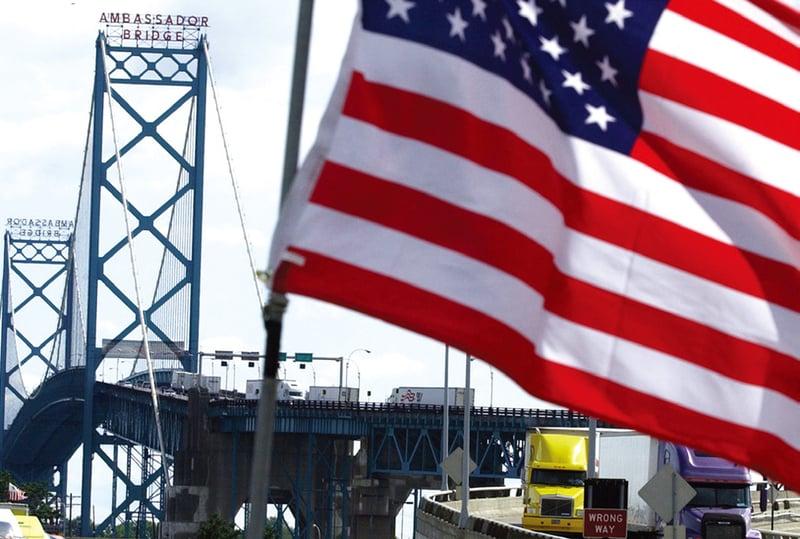 與美加政府同步開戰的商人,是跨國大橋的私人東主莫倫。圖為美加邊境上的「大使橋」。(Getty Images)