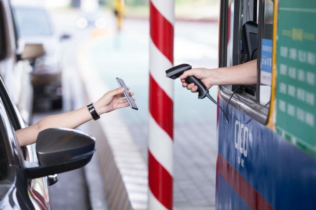 在中國大陸幾乎所有的消費場景都可以通過支付寶或微信掃碼搞定。不過,在便利背後,所有的交易、隱私也被政府當局一覽無遺的監控。(Getty Images)