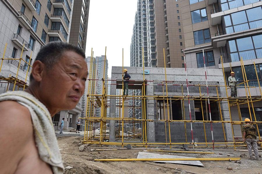 惠譽評級機構9月24日發佈聲明說,中國將出現首次地方政府債券違約,儘管發生的時間還不確定。目前,外界正在擔憂世界第二大經濟體的高債務。(GREG BAKER/AFP/Getty Images)