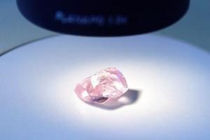 俄公司挖到寶 27.85克拉罕見粉紅鑽石出土