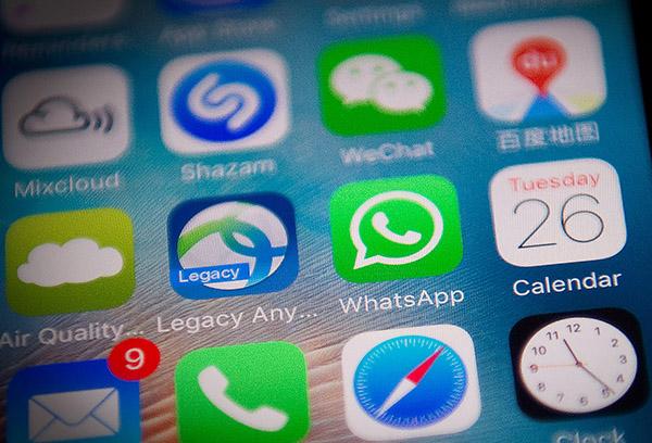 即時通訊應用程式WhatsApp近日疑遭中共當局全面封殺,連文字訊息也無法發送。(Getty Images)