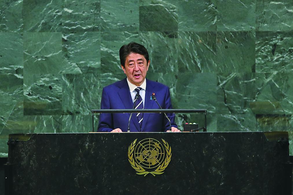日本首相安倍晉三(Shinzo Abe)周一(9月25日)在新聞發佈會上表示,將於9月28日解散國會,提前選舉。(Getty Images)