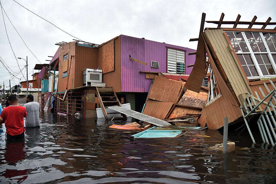 洪水未退。(HECTOR RETAMAL/AFP/Getty Images)