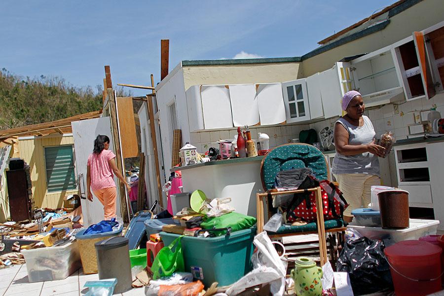 美國屬地波多黎各九月份連遭兩次威力強大的颶風襲擊,造成大規模破壞,至今大部份島內居民仍處於電力及通訊中斷的情況,瀕臨人道危機。(RICARDO ARDUENGO/AFP/Getty Images)