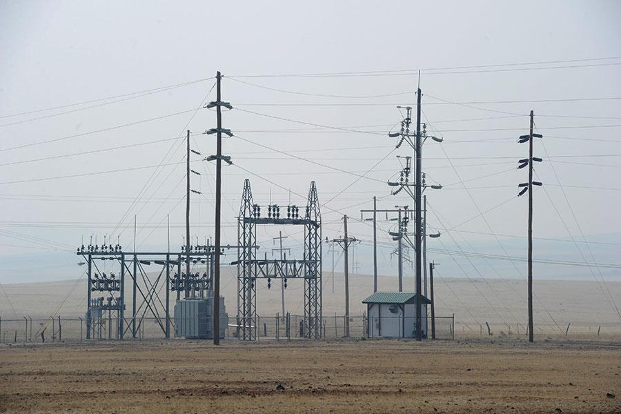 美國一旦遭電磁脈衝攻擊,各地電網都有可能癱瘓。(Kevork Djansezian/Getty Images)