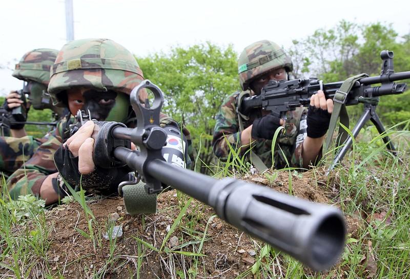 南韓士兵在參加軍事演習。(AFP)