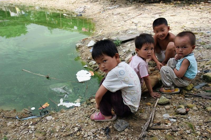 目前中國農村地區的留守兒童數量已超過了2300多萬。(Getty Images)