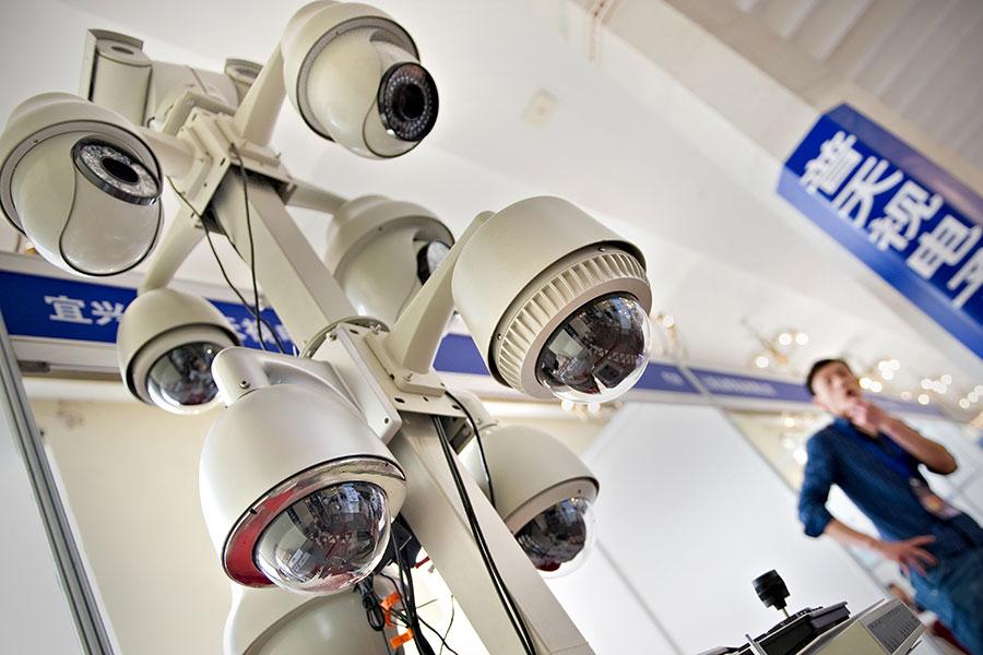 近日,央視電視節目日前自爆在大陸有超過2000萬個監控鏡頭監控老百姓。(PHILIPPE LOPEZ/AFP/Getty Images)