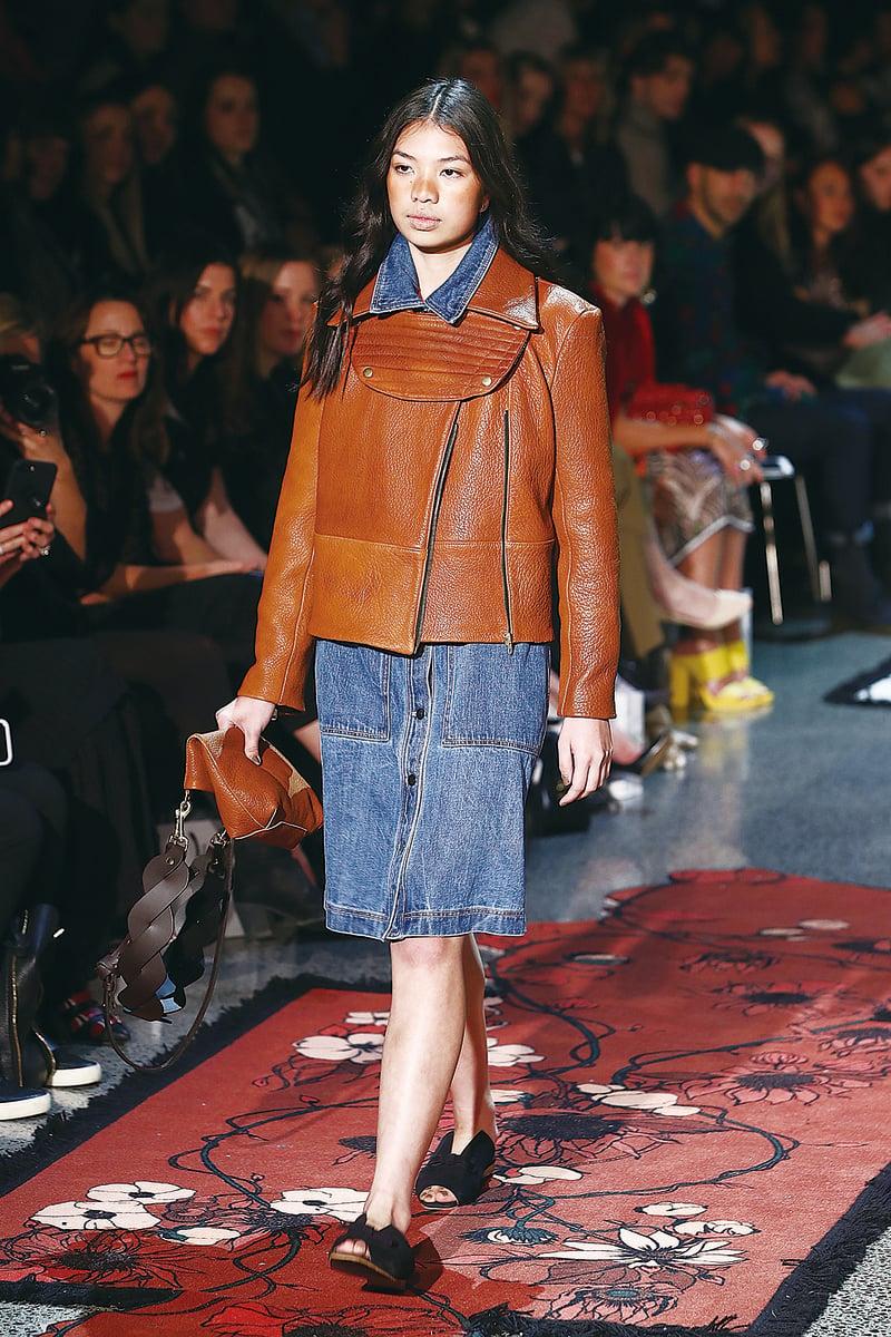 圖為今年8月30日,紐西蘭時裝周期間,模特展示Wynn Hamlyn設計的服裝。