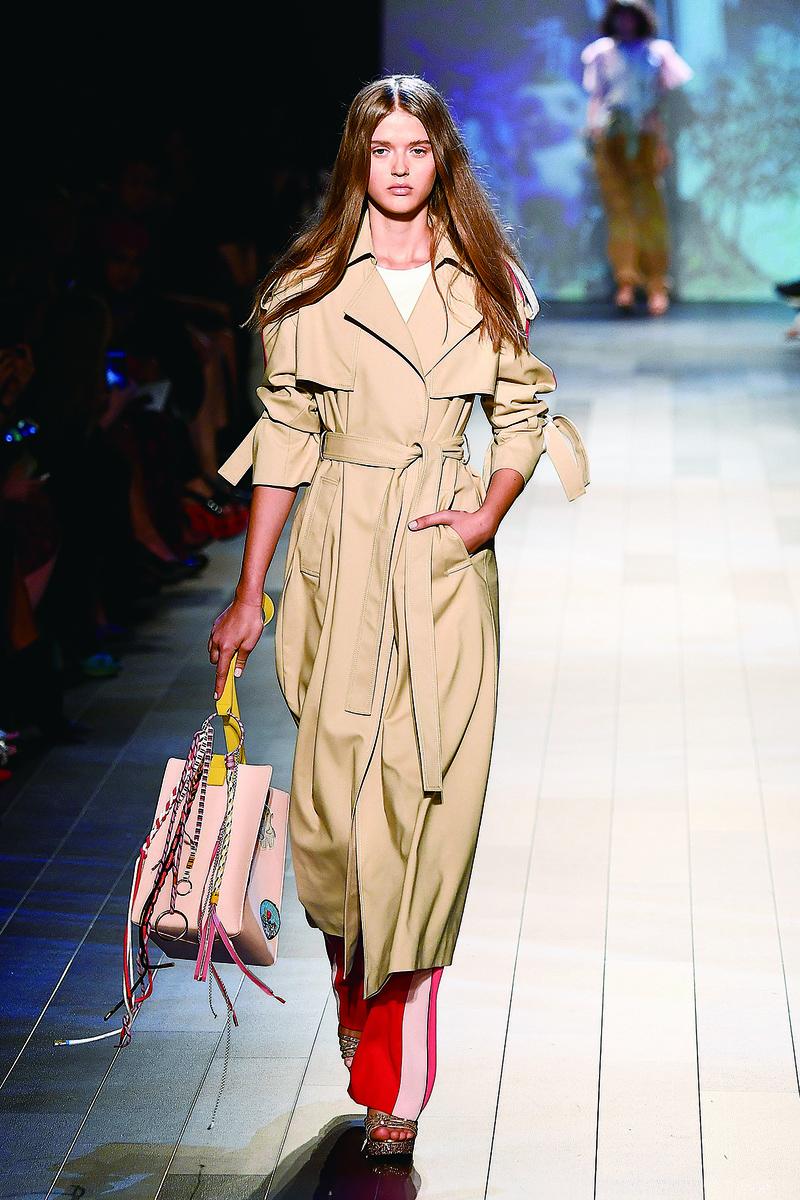 圖為2017年9月10日,紐約時裝周期間舉行的Vivinne Tam 2018年春季時裝發佈會。