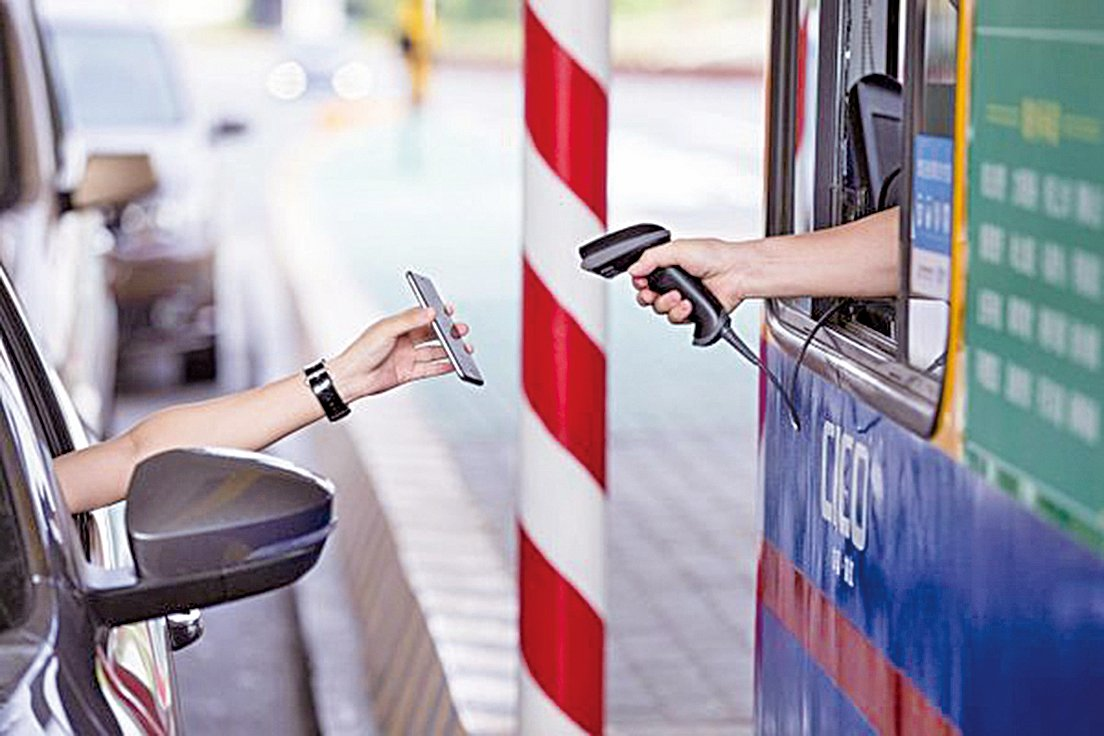 在中國大陸幾乎所有的消費場景都可以通過支付寶或微信掃碼搞定。不過,在便利背後,所有的交易、隱私也被政府當局一覽無遺的監控。(GettyImage)