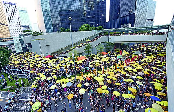 每年9.28當天,都會有團體舉辦紀念活動。圖為2015年,紀念傘運爆發一周年的情景。(大紀元資料圖片)