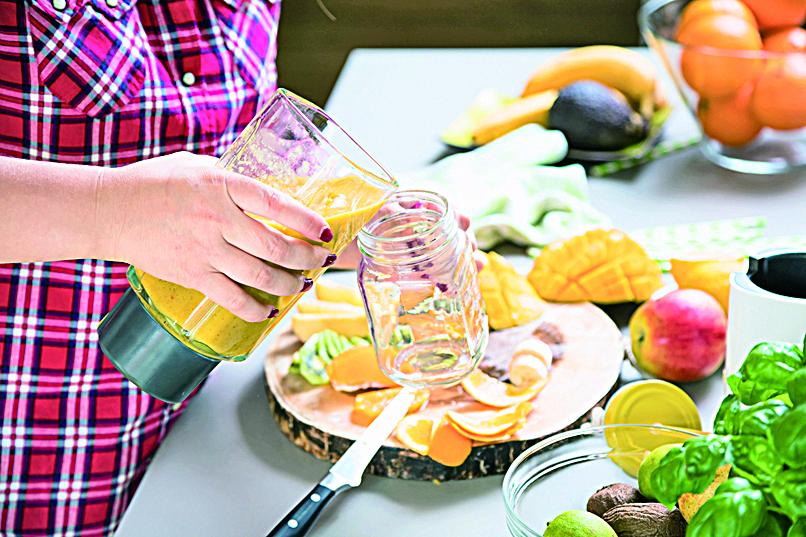 一杯快速製作的果昔,是很好的早餐和放學點心。