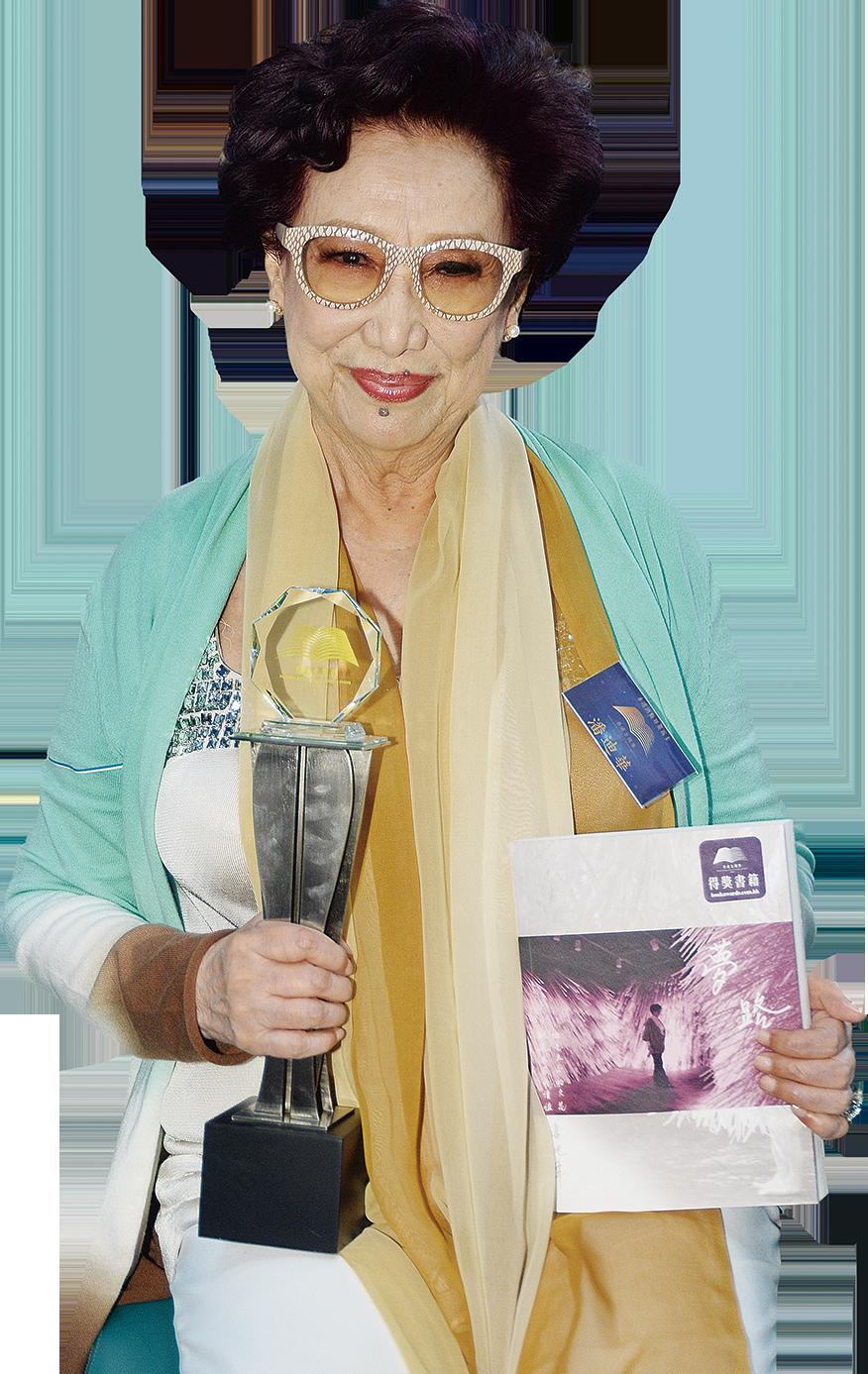 87歲潘迪華呼籲年輕人看多些好書,並叮囑大家要做好自己的本份。(宋碧龍/大紀元)