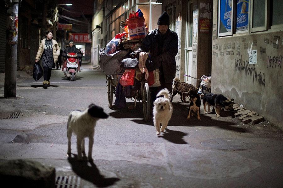廣東因無法實現「2018率先脫貧目標」,已放棄。(NICOLAS ASFOURI/AFP/Getty Images)
