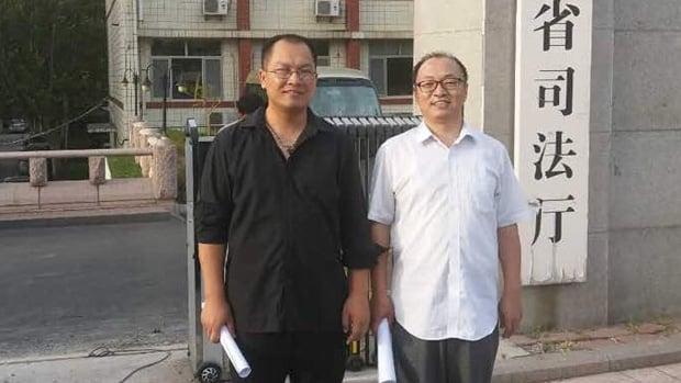 祝聖武(左)是中國因網路言論吊銷律師執業證的第一人。(網絡圖片)