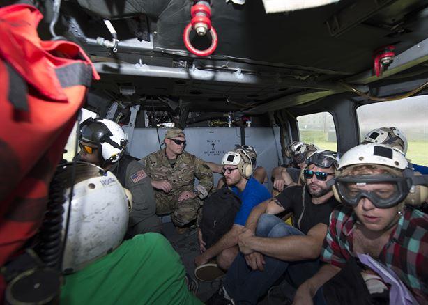 中共黨媒近日發表嚴重失實消息,指美軍在加勒比地區不救援、先撤離,遭國內網民譏諷。美國出動軍用直升機撤離多米尼克的美國公民。(美國南軍司令部, U.S. Southern Command網站)