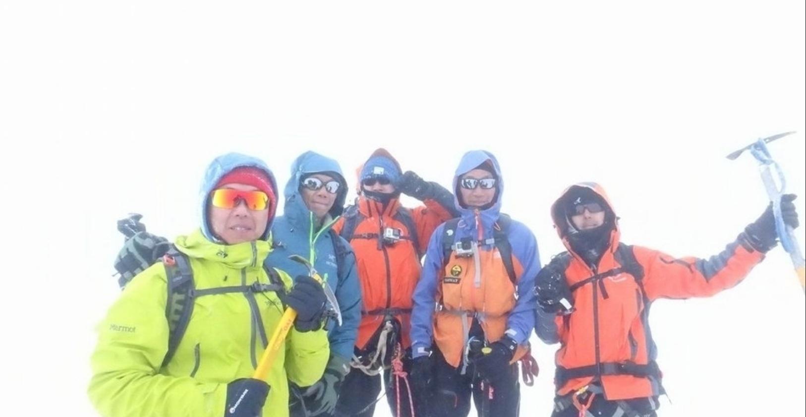 一香港登山隊在瑞士攀登艾格峰時,一人被滾石砸傷遇難。(Facebook)