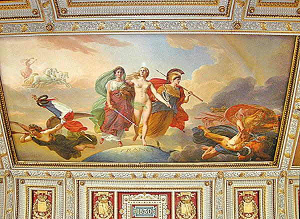 凡爾賽宮的天頂壁畫「法蘭西女神與戰神和正義女神」。(攝影/史多華)