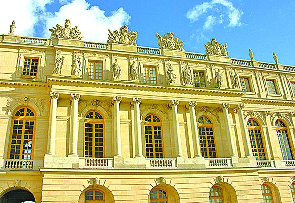 凡爾賽宮殿外部立面,莊嚴高貴。