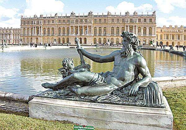 凡爾賽宮海神雕像。