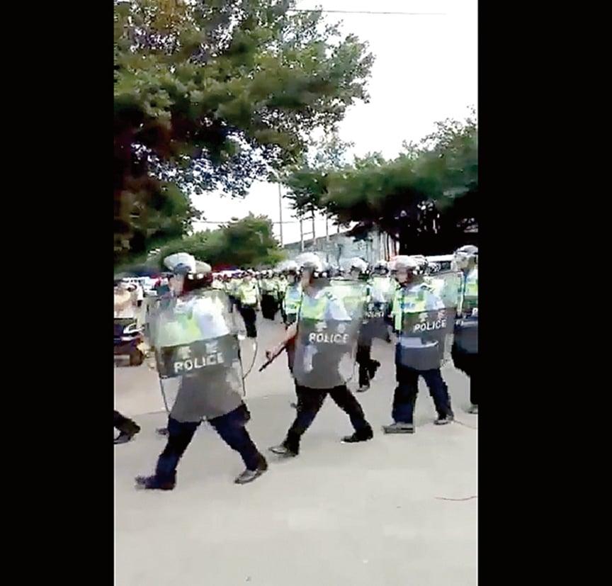 廣東華口村村民為土地維權,遭到警方鎮壓。(影片截圖/志願者提供)