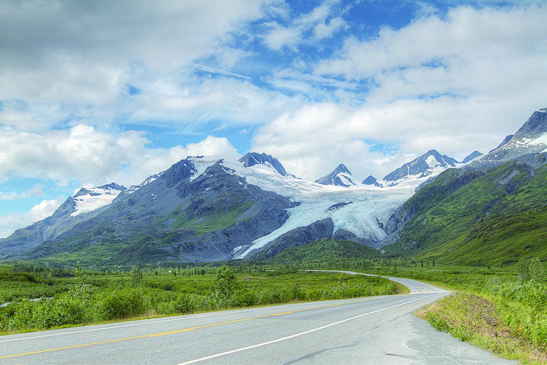 遠望沃辛頓冰川。(網絡圖片)