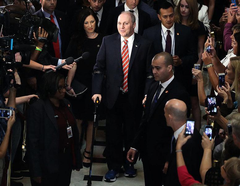 治療槍傷十五周 美共和黨黨鞭重返國會