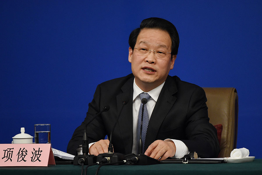 9月29日,中共保監會前黨委書記、主席項俊波以涉嫌「受賄罪」被宣佈立案偵查。(WANG ZHAO/AFP/Getty Images)