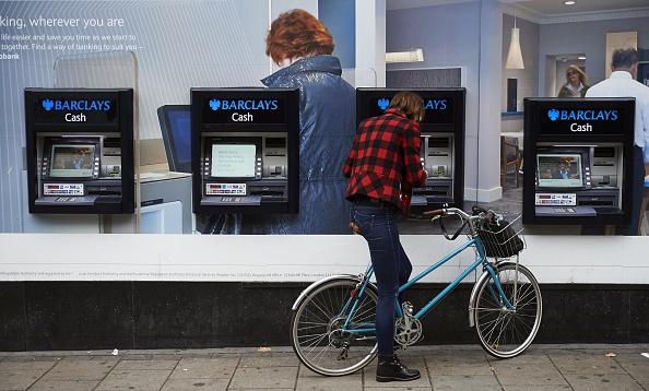 英銀行將審查現金帳戶 搜尋非法移民