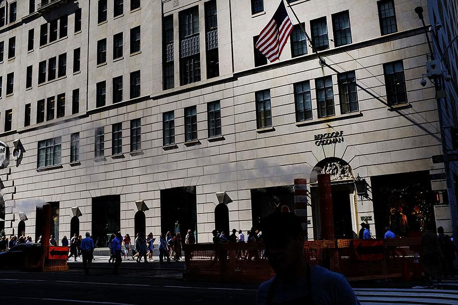 美國經濟第二季增長比先前估計的稍微加快,達到兩年多來最快速度。但是由於颶風哈維和艾爾瑪的影響,這個勢頭在第三季可能將放緩。(Spencer Platt/Getty Images)