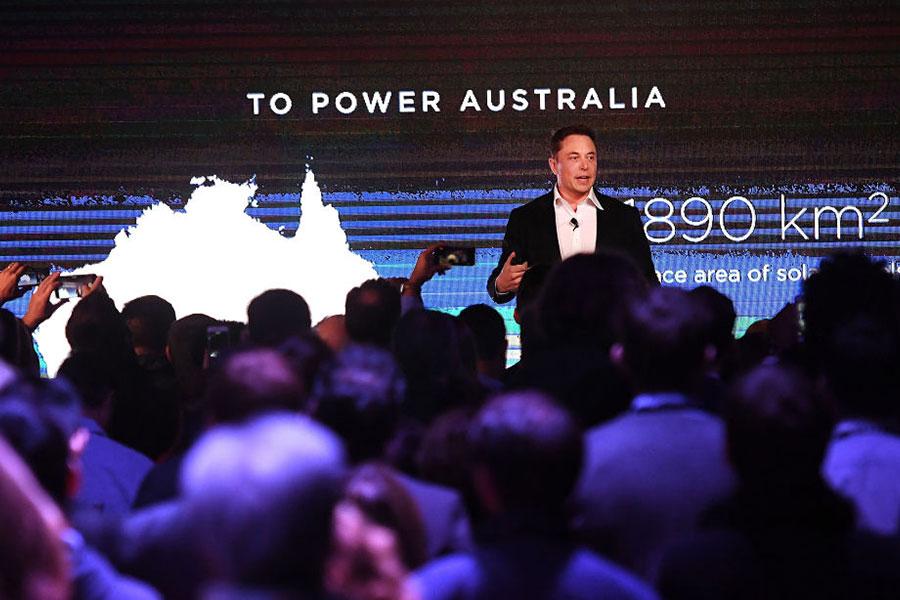 9月29日,美國SpaceX公司首席執行長馬斯克告訴澳洲阿德萊德觀眾,他的目標是於2024年開始將人類送到火星上旅行。(Mark Brake/Getty Images)