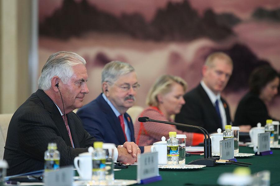 9月30日,美國國務卿蒂勒森(左一)在北京與中方高級官員會面,話題包括朝核問題。(Lintao Zhang/Pool/Getty Images)