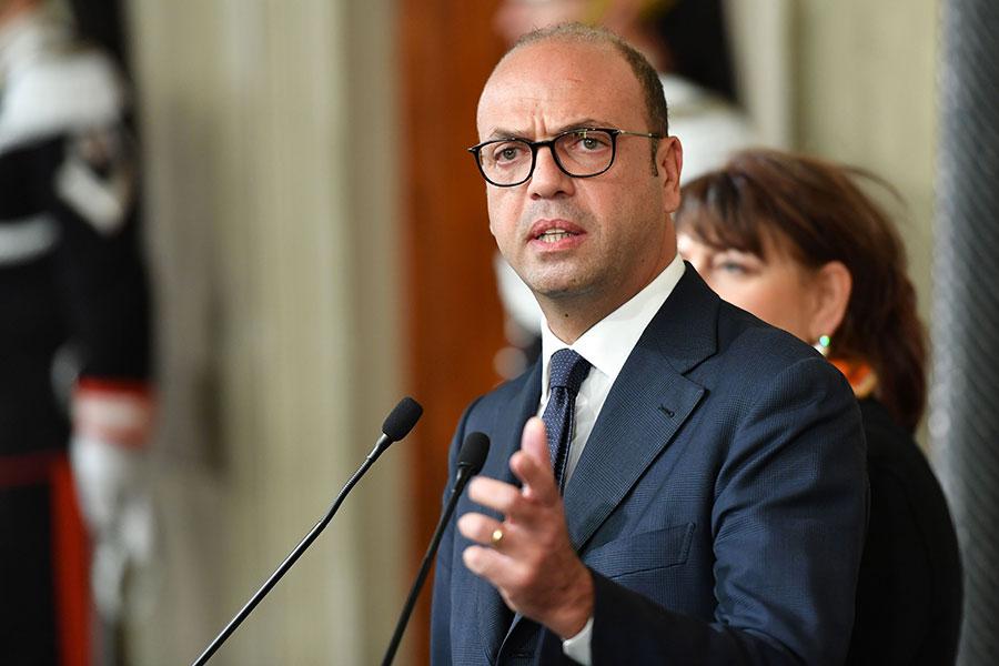 意大利外交部長安吉利諾・阿爾法諾(Angelino Alfano)表示,北韓駐羅馬大使Mun Jong Nam被命令離開西班牙。(ALBERTO PIZZOLI/AFP/Getty Images)