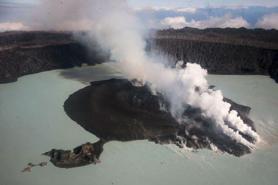 南太平洋小島火山爆發 萬人撤離