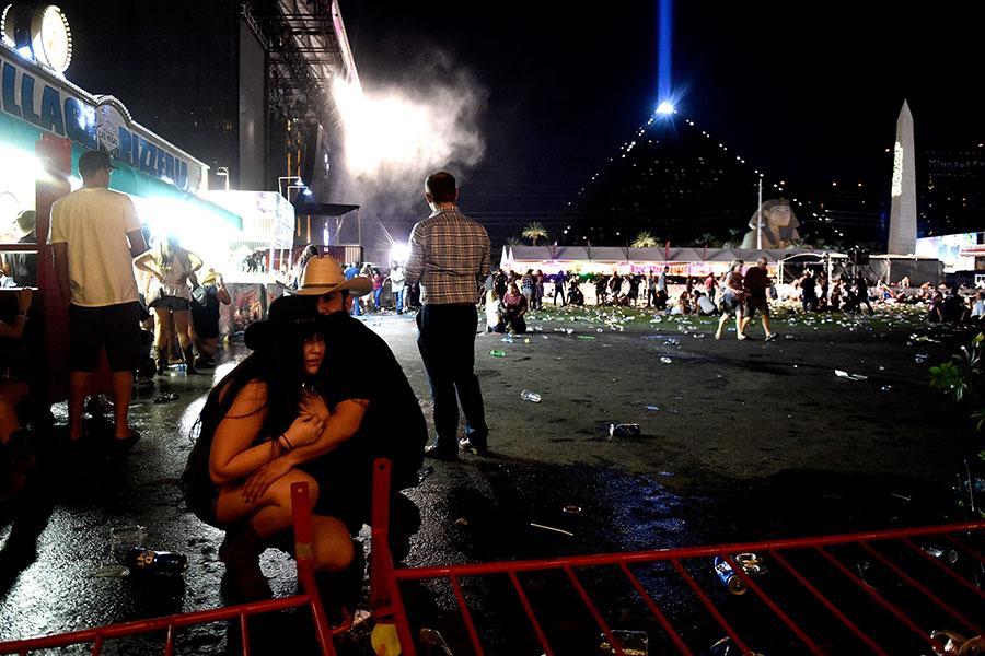 美國賭城拉斯維加斯音樂會現場大約在晚間11點左右出現槍響,民眾開始四處驚慌逃跑。(David Becker/Getty Images)