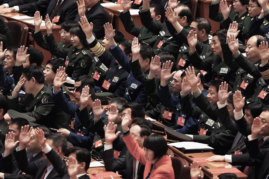 9月29日,中共官方公佈了最新參加中共十九大的代表名單,共2,287名。圖為中共十八大的部份代表。(Lintao Zhang/Getty Images)