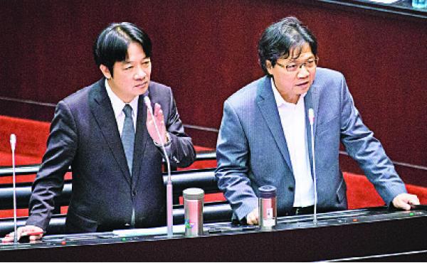 台灣行政院長賴清德(左)9月26日表示,統促黨成員屢次進行社會犯罪、公然傷害他人,冀有關部門嚴加辦理。右為內政部長葉俊榮。(陳柏州/大紀元)