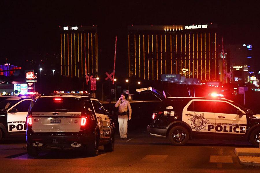 星期日(10月1日)美國西部城市拉斯維加斯發生了美國歷史上最大的槍擊案。(MARK RALSTON/AFP/Getty Images)