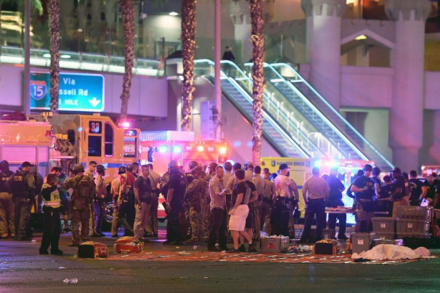 當地時間10月1日晚,美國拉斯維加斯市曼德勒海灣酒店附近發生槍案,造成至少59人死亡,527人受傷。(Ethan Miller/Getty Images)