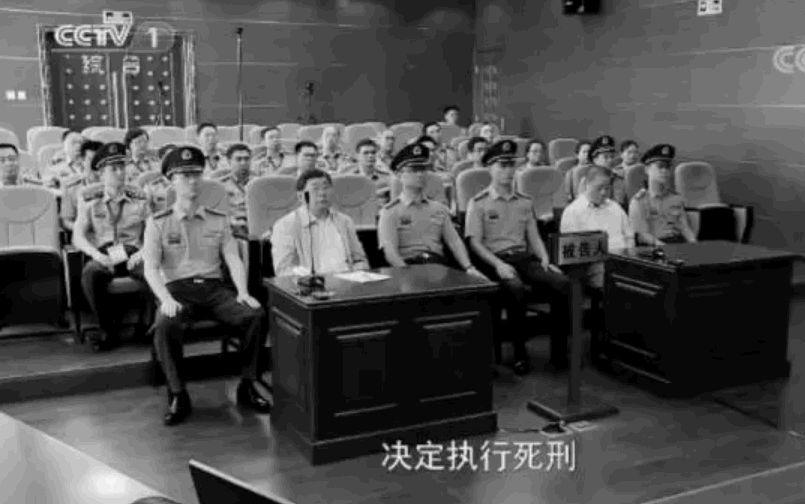 中共前總後勤部副部長谷俊山受審時的圖片。(視像擷圖)