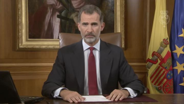 加泰隆尼亞日前獨立公投令西班牙深陷嚴重的政治危機。西班牙國王菲利普六世在10月3日晚全國電視演講中罕見地表明態度,譴責分裂,呼籲國民團結。(視像擷圖)