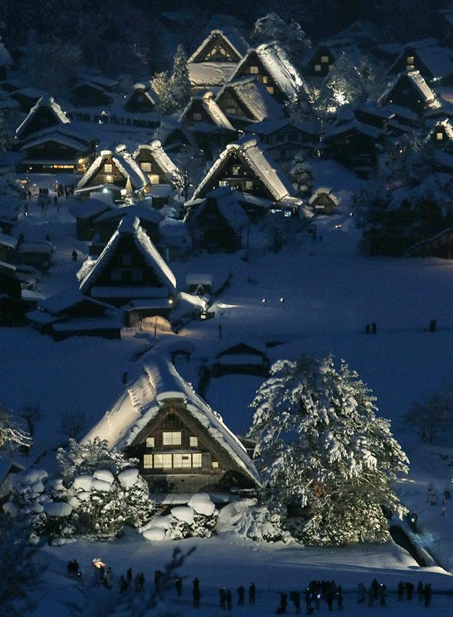 圖為被列入聯合國教科文組織世界文化遺產的日本岐阜縣白川鄉。(JIJI PRESS/AFP/Getty Images)