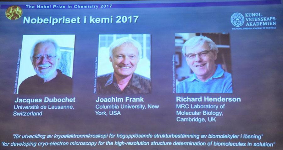 2017年度諾貝爾化學獎授予在瑞士洛桑大學工作的Jacques Dubochet(左)、美國哥倫比亞大學的 Joachim Frank(中)和英國劍橋大學的Richard Henerson(右)。(JONATHAN NACKSTRAND/AFP/Getty Images)